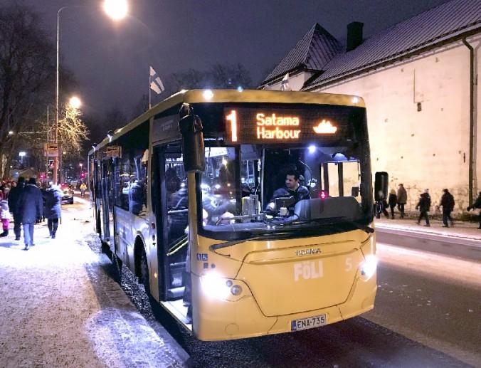 この日はバスにもフィンランド国旗が